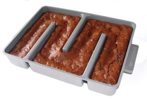 Baker's Edge Kitchen Brownie Pan w/